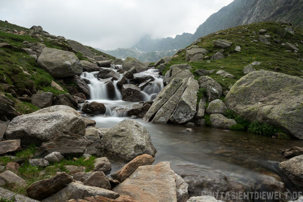 Kaskaden des Finelebachs, der durch das Spronsertal fließt.