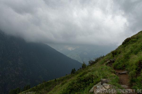 Tief hängende Wolkendecke über dem Passeiertal.