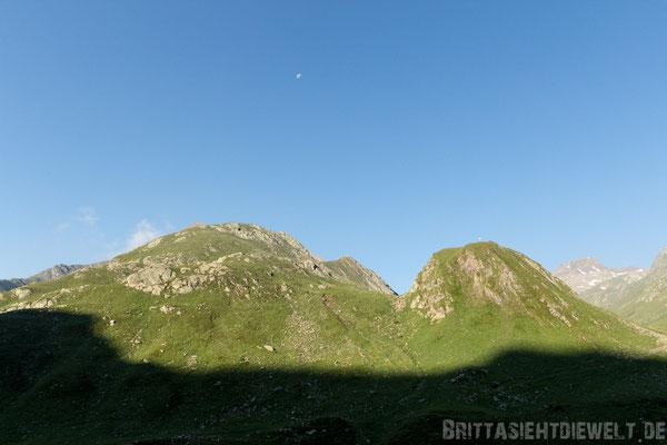 Blick von der Lodnerhütte auf die Berge Zielspitze (3008m) und Blasiuszeiger (2834m)