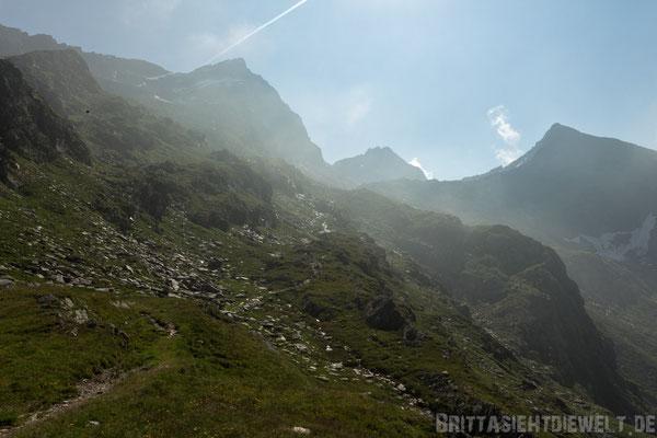 Dort gehts lang...von links nach rechts: Lazinser Rötelspitze (3038m) - Tschigat (2998m) - Sattelspitze (2428m)