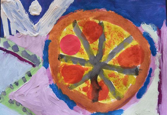 Salamischeibe auf einer Pizza