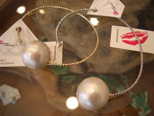 『big cotton pearl bangle』各¥2.800