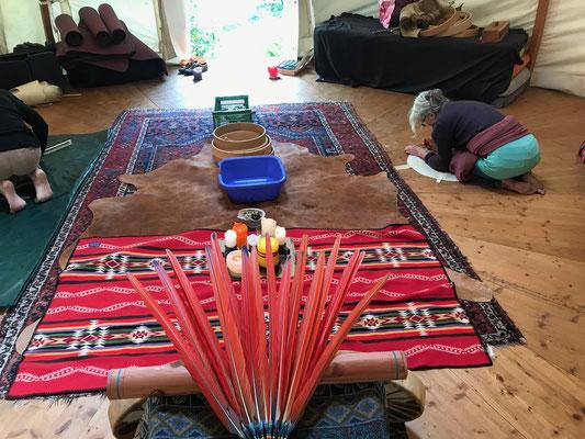 Einen angenehmen, schönen und friedlichen Raum mit den Elementen zu kreieren ist essenziell für den Trommelbau