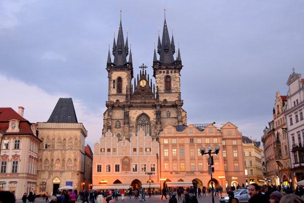 87.Teynkerk op het grote plein