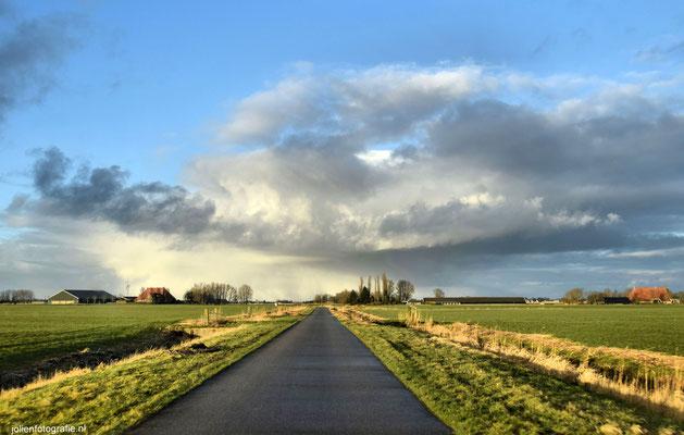 186.Friesland, tussen Sneek en Bolsward