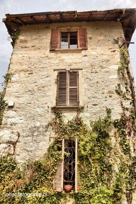 122.Casa abandonata (verlaten huis)