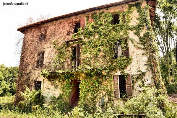 113.Casa abandonata (verlaten huis)