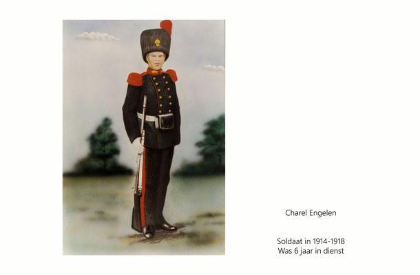 Charel Engelen als soldaat in 1914 in galakostuum.