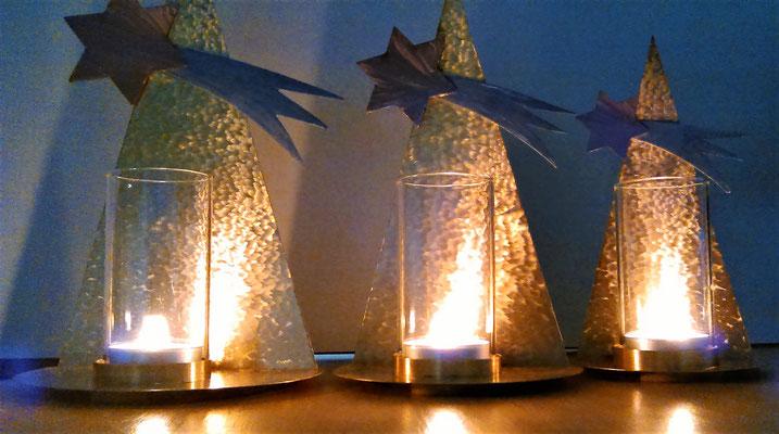 weihnachtslicht tannenbaum kunst aus blech obgekte und figuren f r haus und garten. Black Bedroom Furniture Sets. Home Design Ideas