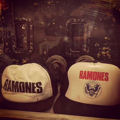 RAMONES JUNKYARD - ♬