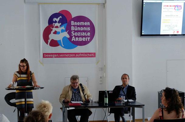 Moderatorin Marie Seedorf und die beiden Referenten