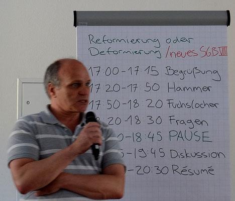 Dirk Braun führt in den Ablauf des Abends ein.