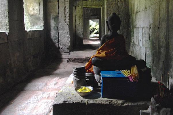 ANGKOR WAT, CAMBODIA - 2005
