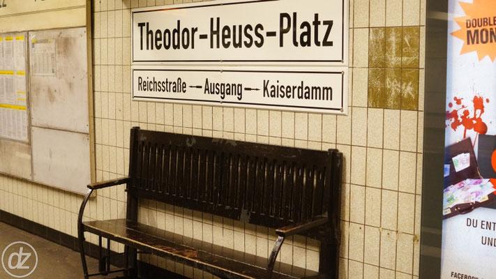 U-Bahnhof Theodor-Heuss-Platz - Historische Schilder neu gemacht
