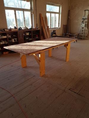 Am Beginn des Jahres war die Saal-Werkstatt bereit (und sah nie wieder so ordentlich aus...)