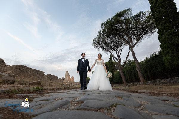 Passeggiata e fotografie per gli sposi lungo la Via Appia Antica a Roma