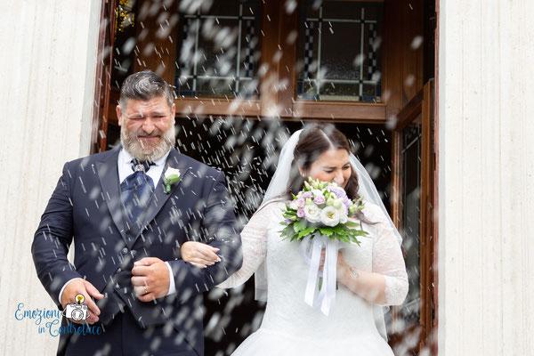 Il lancio del riso sugli sposi