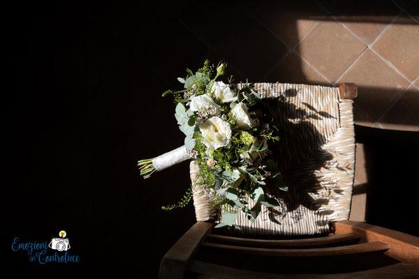 Dettagli: il bouquet della sposa al Borgo di Tragliata, Roma