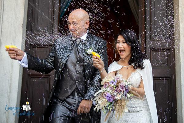 il lancio del riso all'uscita della chiesa e... la vendetta degli sposi!