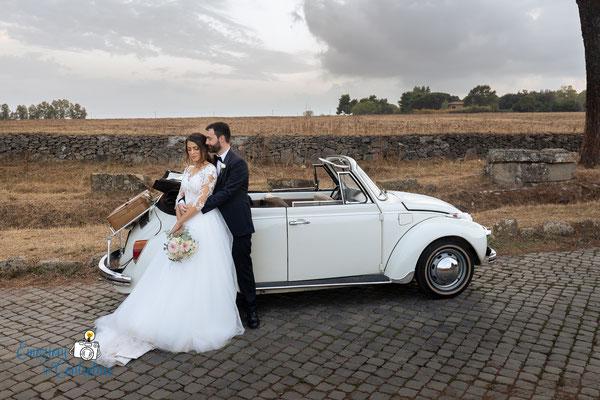 Fotografie per gli sposi lungo la Via Appia Antica a Roma al tramonto