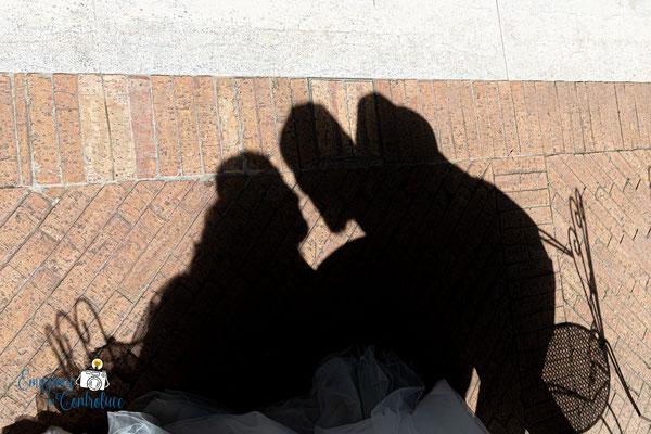 Bordo piscina: le ombre degli sposi