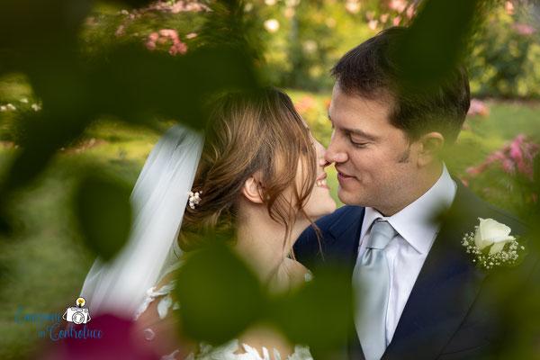 Fotografie degli sposi al roseto comunale di Roma dopo il matrimonio