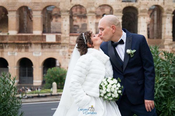 Fotografie degli sposi al Colosseo, Roma