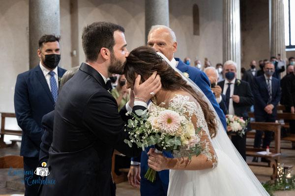 L'arrivo della sposa ed il bacio