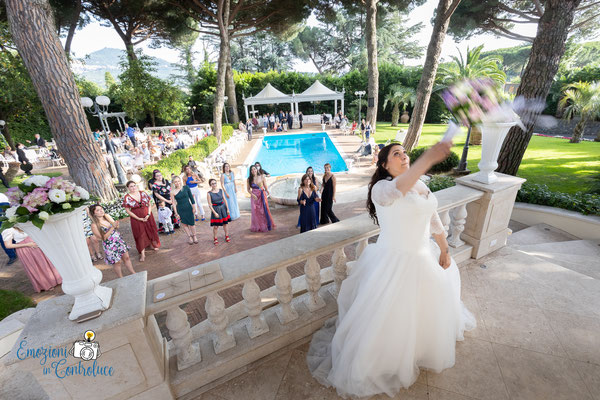 Lancio del bouquet al Parl Hotel Villa Ferrata - Grottaferrata