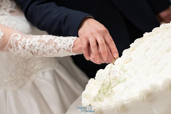 Il momento del taglio della torta al termine del ricevimento