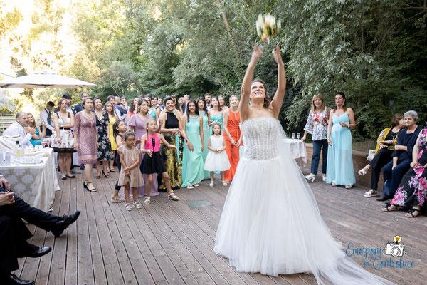 Danilo ed Erica: il lancio del bouquet della sposa