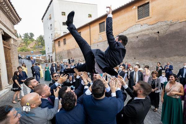 Il lancio... dello sposo!