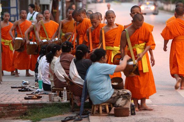 ....und genauso viel Mönche......