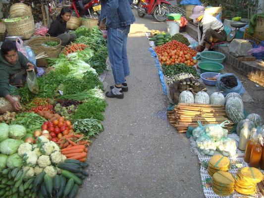 .....Gemüse/Früchtemarkt......
