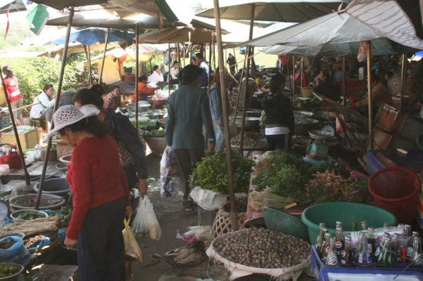 ...Talad Sao Morgenmarkt...