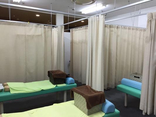 江戸川区西葛西イオン4階 みうら接骨院の施術室です。