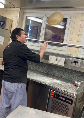 so wird eine richtige pizza gemacht