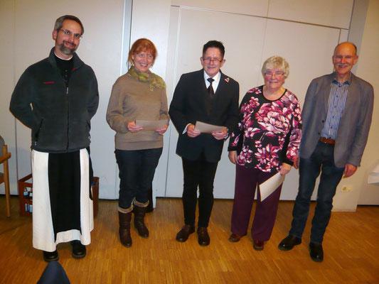 Für 10 Jahre aktive Mitgliedschaft wurden geehrt: Beata Möller (2.v. li.), Martin Nitsch (Mitte) und Doris Nähren (re.)