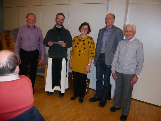 Das Foto zeigt außer unserem neuen Präses, Pater Elias Blaschek, und unserem Chorleiter Thomas Fischer (2. v. re.) die Jubilare Walburgis Schrittenlacher (Mitte), Hubertus Bock (li.) und Alfons Schenk (re.)