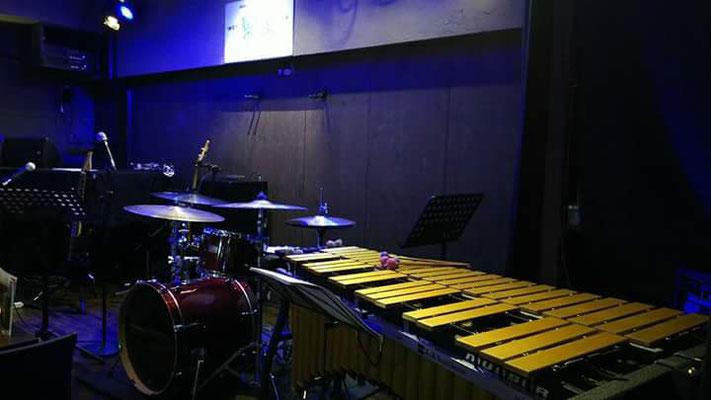 ドラムとビブラフォン