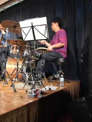 亀井孝太郎ドラムス