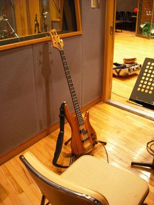 代々木スタジオワンダーステーションにてベース録音