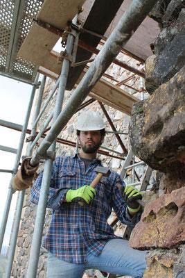 Un bénévole, chantier Rempart, Calmont d'Olt
