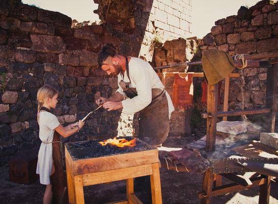 Atelier de forge avec le Petit Meschin, chateau de Clamont d'Olt
