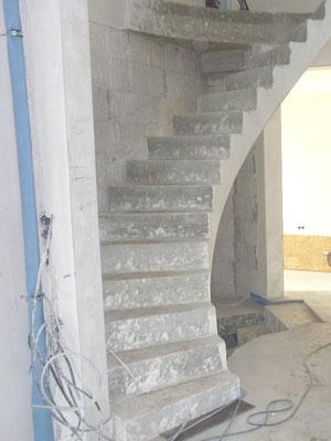 """Holztreppe an und auf Beton """"HH-Niendorf"""" (2) Foto: Käppler BauTischlerei"""