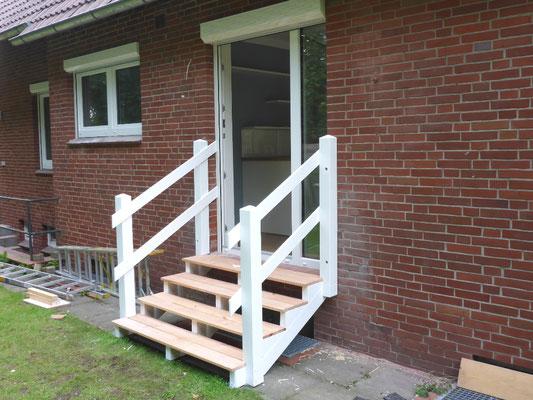 Treppe im Außenbereich Stade-Campe Foto (1): KÄPPLER BauTischlerei