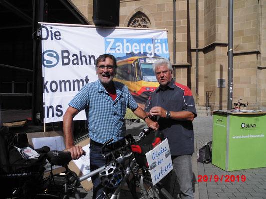 Regionalrat Johannes Müllerschön von der LINKE mit Jürgen Wiethe