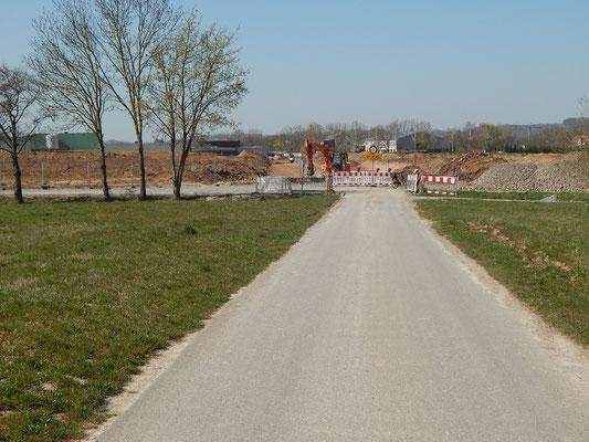 Schmaler (normaler) Radweg + Landwirtschaftsweg)