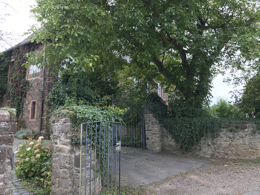 Eingang zum ehemaligen Kloster
