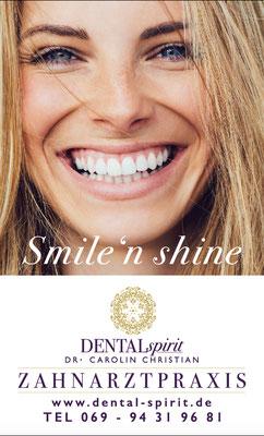 Plakatgestaltung für Zahnarztpraxis Dental Spirit, Frankfurt, Ausssenschild  © Susanne Barth, The Creative Associates